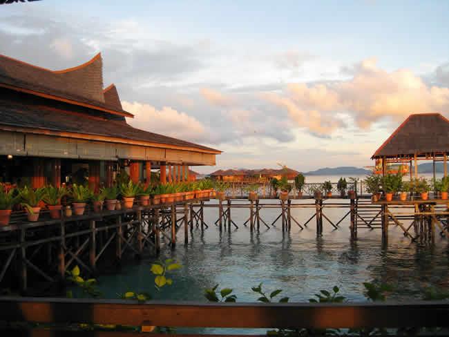 Mabul - bungalow flottant sur l'eau