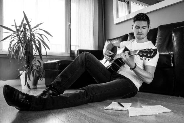 Zadkiel présente son 1er album Folk qu'il préapre