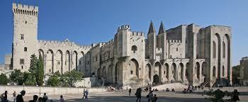 Cour du Palais des Papes