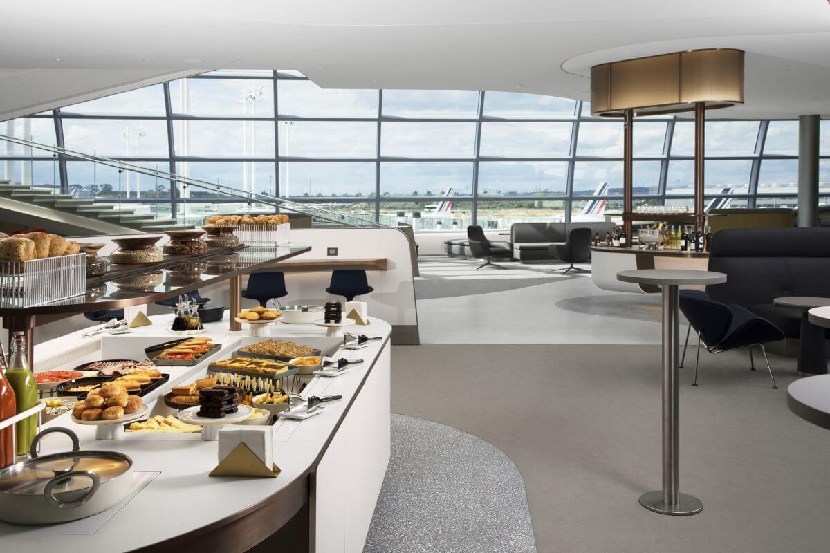 Oeil de piste espace Air France terminal 2F Roissy