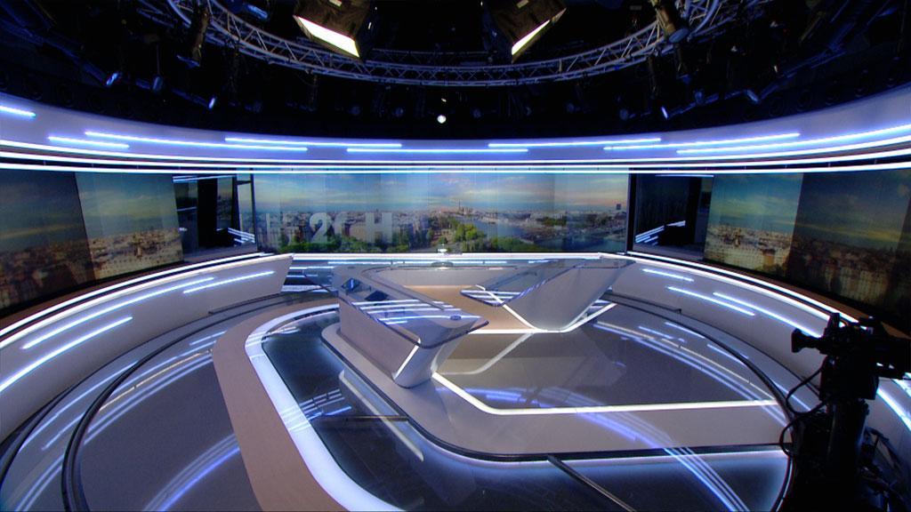 Plan large du nouveau décor du plateau du JT de TF1 à la rentrée 2015